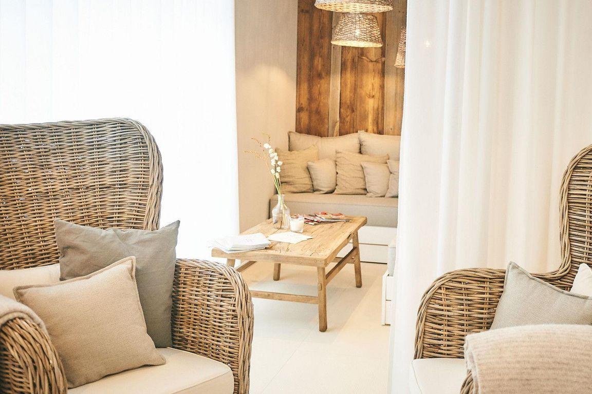 til schweiger steigt mit arcona gro ins hotelgesch ft ein tageskarte. Black Bedroom Furniture Sets. Home Design Ideas