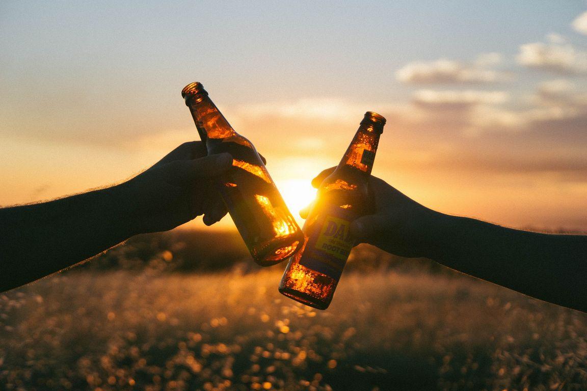 """Bier macht """"high"""": US-Bierriese will Cannabis-Getränke brauen ..."""
