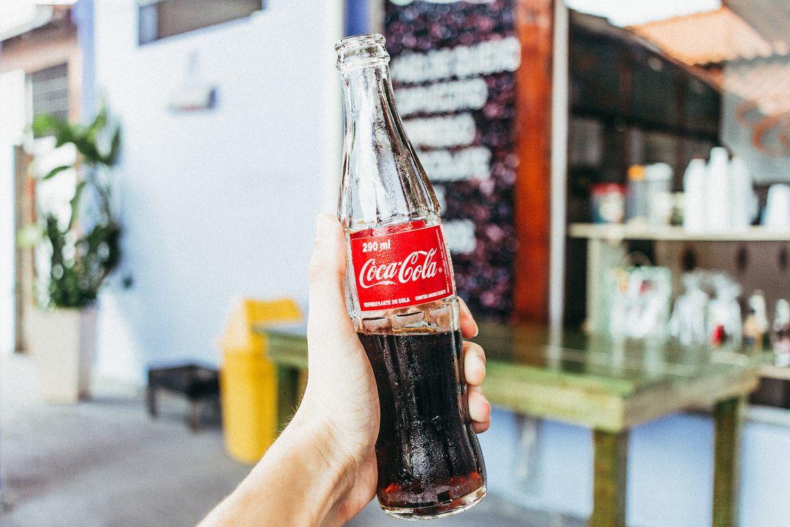 Berlin: Anti-AfD-Plakat von Coca-Cola? Aktivisten sorgen für Verwirrung